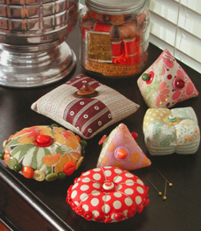PinKeeps Aprons and Stitchin Too !!: 60 Free Pincushion Patterns